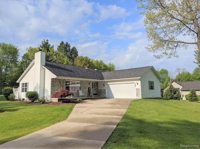 2140 Stone Henge Drive, Holly Twp, MI 48430 (#2200039402) :: The Merrie Johnson Team