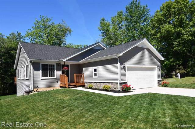 1186 Rossfield Drive, White Lake Twp, MI 48386 (MLS #2200039485) :: The Toth Team