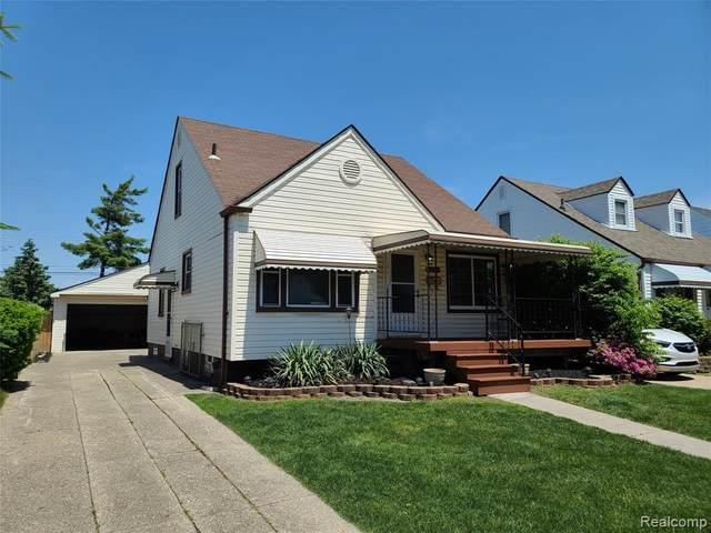 8293 Coolidge Ave., Center Line, MI 48015 (#2200039511) :: The Merrie Johnson Team