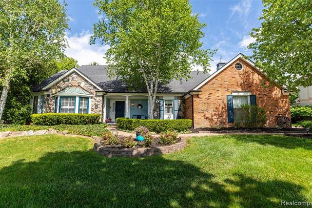 990 Whitegate Drive, Northville, MI 48167 (#2200039722) :: GK Real Estate Team