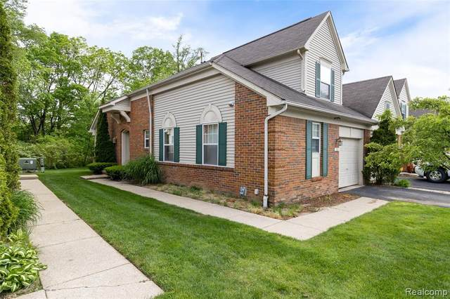 152 Legacy Park Circle #37, Dearborn Heights, MI 48127 (MLS #2200040000) :: The Toth Team