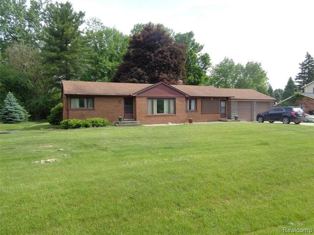 49160 Ridge Court, Northville Twp, MI 48168 (#2200040025) :: GK Real Estate Team