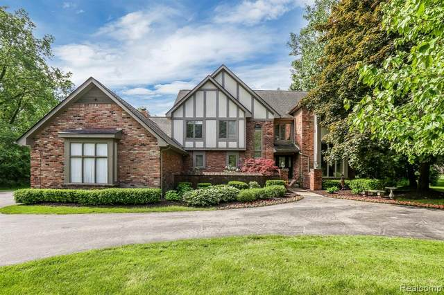 165 W Hickory Grove Road, Bloomfield Hills, MI 48304 (#2200040274) :: GK Real Estate Team