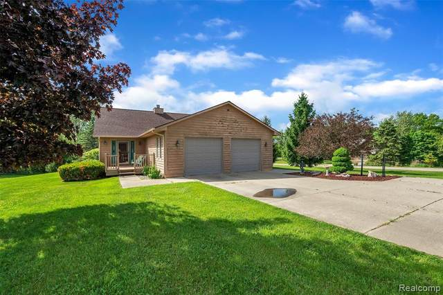 9449 Hegel Road, Goodrich Vlg, MI 48438 (#2200040285) :: Alan Brown Group