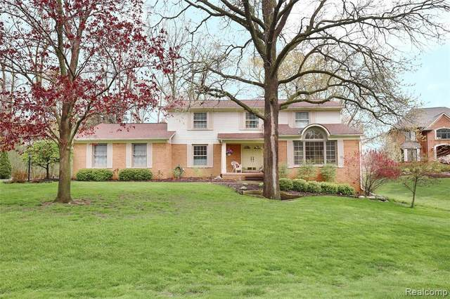 568 Woodway Court, Bloomfield Twp, MI 48302 (#2200040314) :: GK Real Estate Team