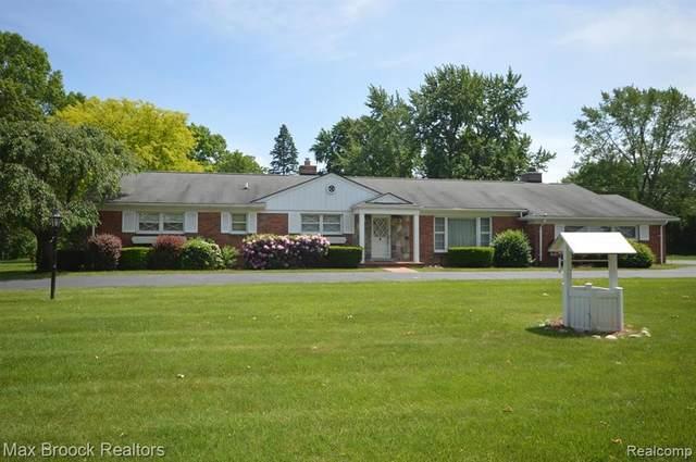 6870 Orinoco Cir, Bloomfield Hills, MI 48301 (#2200040964) :: GK Real Estate Team