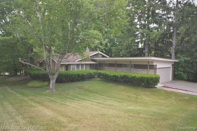 7111 Fairhill Rd, Bloomfield Hills, MI 48301 (#2200040971) :: GK Real Estate Team