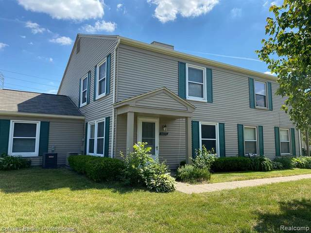3035 Maplewood Crt, Orion Twp, MI 48360 (MLS #2200041288) :: The Toth Team