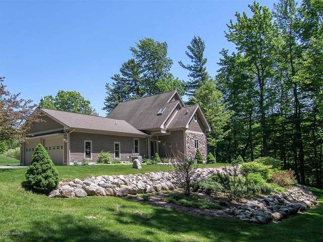 6494 Orchard Hwy, Manistee Twp, MI 49660 (MLS #53020021422) :: The Toth Team