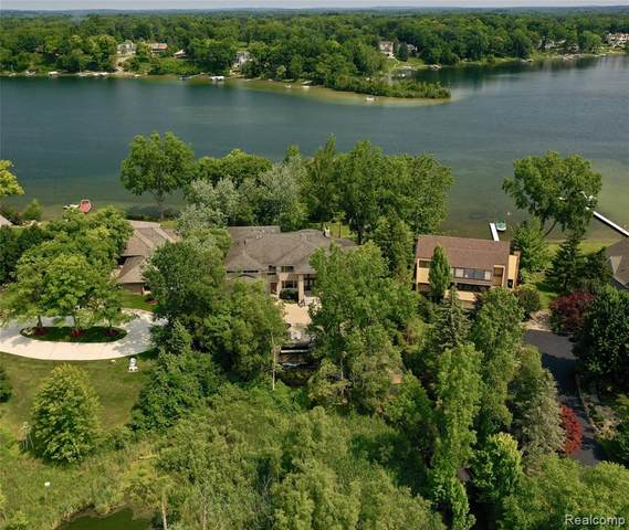 4403 Landing Drive, West Bloomfield Twp, MI 48323 (MLS #2200043906) :: The Toth Team