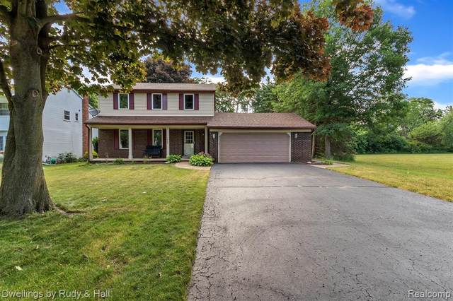 1585 Chanticlair Circle, Wixom, MI 48393 (#2200044361) :: Novak & Associates