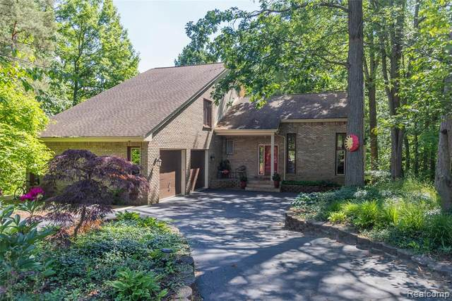 4534 Rolling Pine Court, West Bloomfield Twp, MI 48323 (#2200045385) :: Alan Brown Group