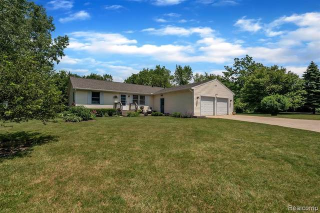 9755 Bitten Drive, Brighton Twp, MI 48114 (#2200045399) :: Alan Brown Group