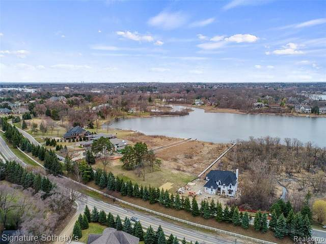 2681 Turtle Shores Drive, Bloomfield Twp, MI 48302 (MLS #2200046035) :: The John Wentworth Group