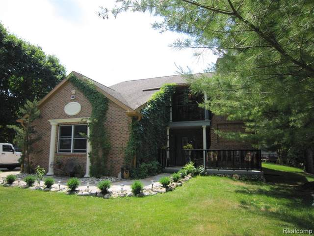6255 Willow Court, West Bloomfield Twp, MI 48324 (MLS #2200046276) :: The Toth Team