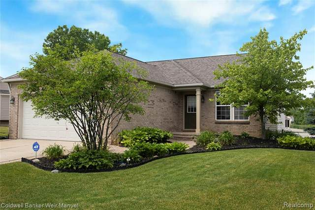 693 Deer Path Trail, Waterford Twp, MI 48327 (#2200047262) :: Alan Brown Group