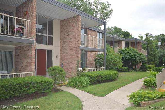 4041 W Maple Road E103, Bloomfield Twp, MI 48301 (#2200047341) :: Alan Brown Group