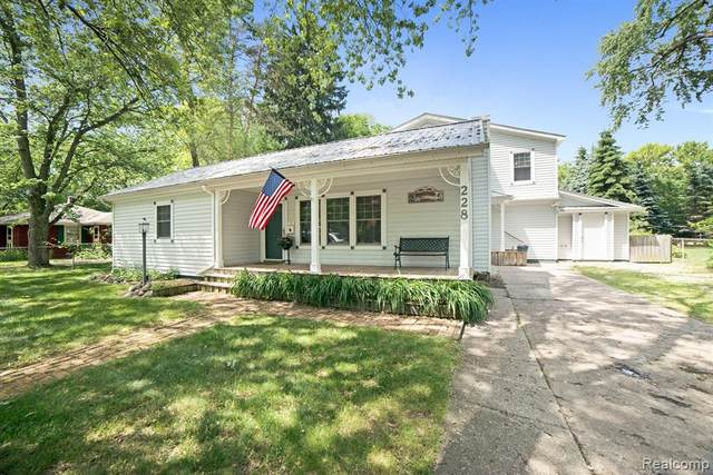 228 Airport, Holly Vlg, MI 48442 (MLS #2200047382) :: The John Wentworth Group