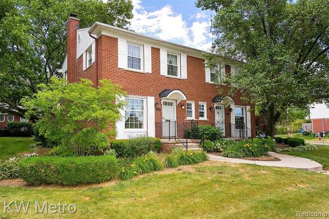 2304 W 13 MILE Road, Royal Oak, MI 48073 (MLS #2200048229) :: The Toth Team
