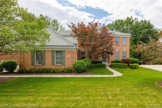 5266 Creekmonte Dr, Oakland Twp, MI 48306 (#2200048288) :: The Alex Nugent Team | Real Estate One