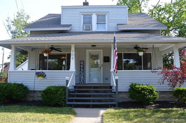 709 Clinton Street, Howell, MI 48843 (MLS #2200048377) :: The John Wentworth Group