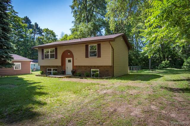 594 E Highland Road, Howell, MI 48843 (MLS #2200049042) :: The John Wentworth Group