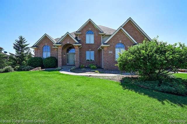 17091 Kings Fairway Lane, Grand Blanc, MI 48439 (MLS #2200049128) :: The John Wentworth Group