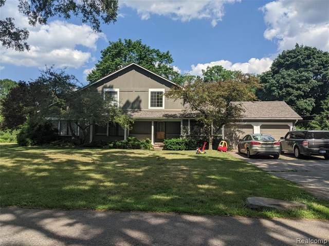 3185 West Acres Drive, West Bloomfield Twp, MI 48324 (#2200049285) :: Alan Brown Group