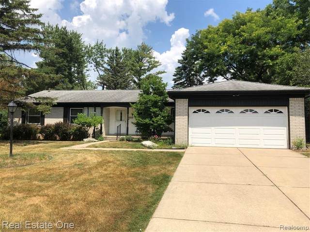 4800 Faircourt Drive, West Bloomfield Twp, MI 48322 (#2200049540) :: GK Real Estate Team