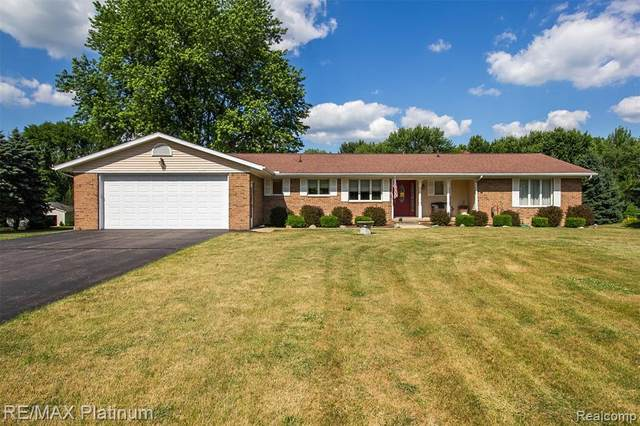 7209 E Holly Road, Groveland Twp, MI 48442 (MLS #2200049637) :: The Toth Team