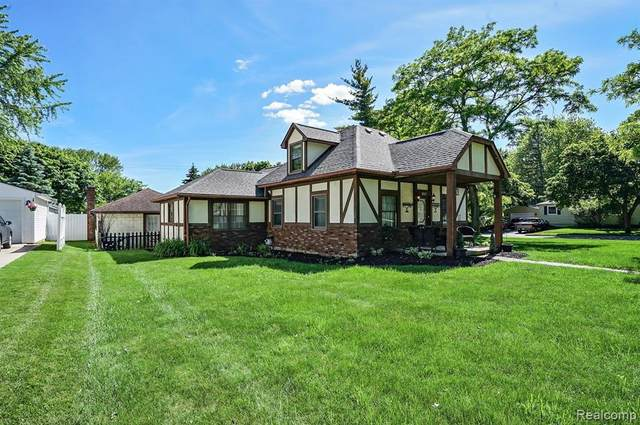 357 Riddle Street, Howell, MI 48843 (MLS #2200049648) :: The John Wentworth Group