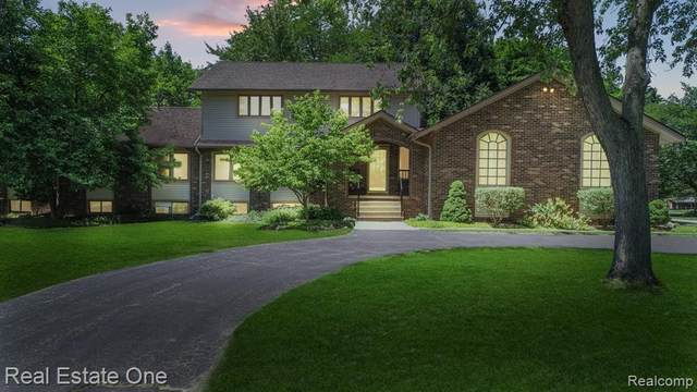 8851 Allen Road, Independence Twp, MI 48348 (MLS #2200049969) :: The John Wentworth Group