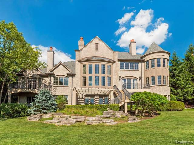 2741 Turtle Lake Drive, Bloomfield Twp, MI 48302 (#2200049995) :: Alan Brown Group