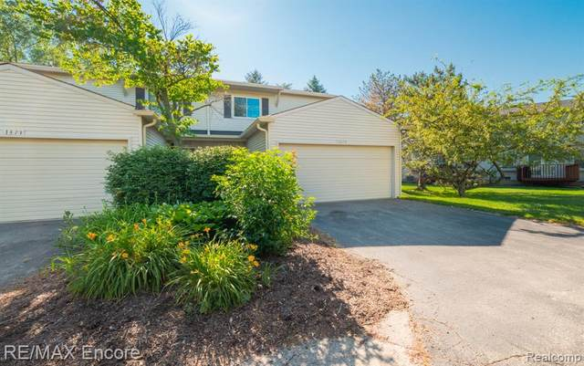 1379 Lochaven Road #14, Waterford Twp, MI 48327 (#2200050075) :: Alan Brown Group