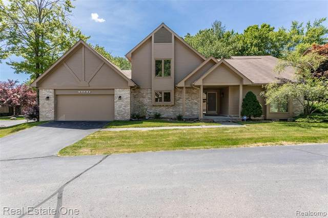 29631 Nova Woods Drive, Farmington Hills, MI 48331 (#2200050104) :: The Mulvihill Group