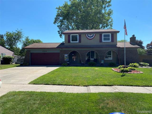 2314 Pine Orchard Drive, Waterford Twp, MI 48329 (#2200050377) :: Alan Brown Group