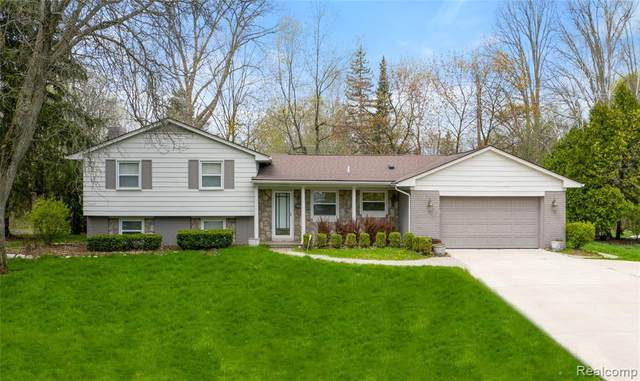 6528 Spruce Drive, Bloomfield Twp, MI 48301 (#2200050672) :: The Alex Nugent Team | Real Estate One