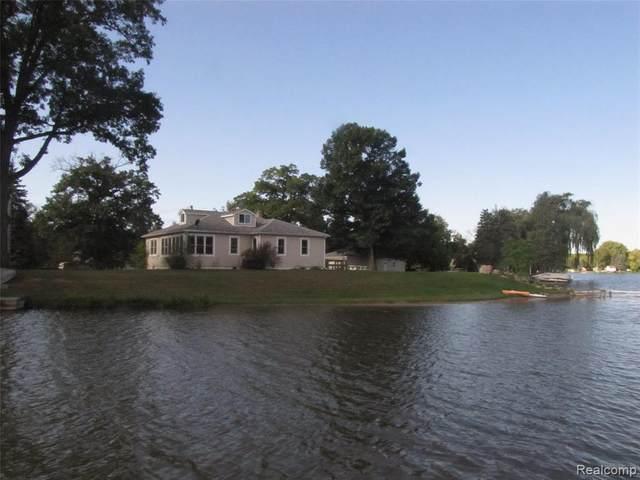 9140 Pontiac Lake Rd Road, White Lake Twp, MI 48386 (#2200050936) :: GK Real Estate Team