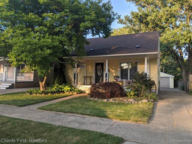 9054 Melvin Street, Livonia, MI 48150 (#2200051106) :: Novak & Associates