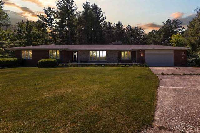 4589 N Huron Rd, Pinconning, MI 48650 (#61050016450) :: The Alex Nugent Team | Real Estate One