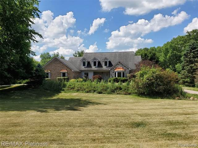 10555 Cedar Valley Drive, Springfield Twp, MI 48350 (MLS #2200051241) :: The John Wentworth Group
