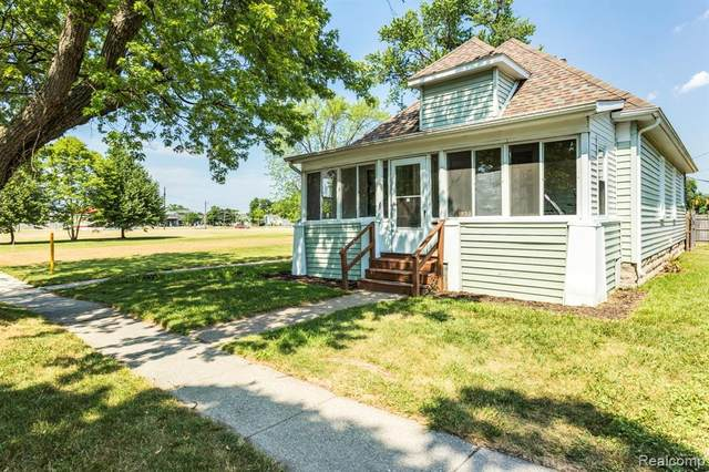 1932 11TH Avenue, Port Huron, MI 48060 (#2200051245) :: GK Real Estate Team