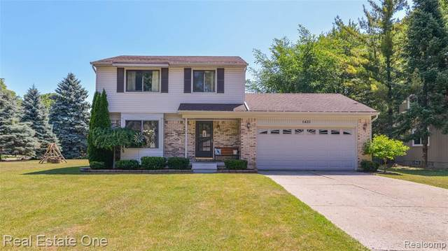 1435 Oak Grove Drive, Walled Lake, MI 48390 (#2200051284) :: Novak & Associates