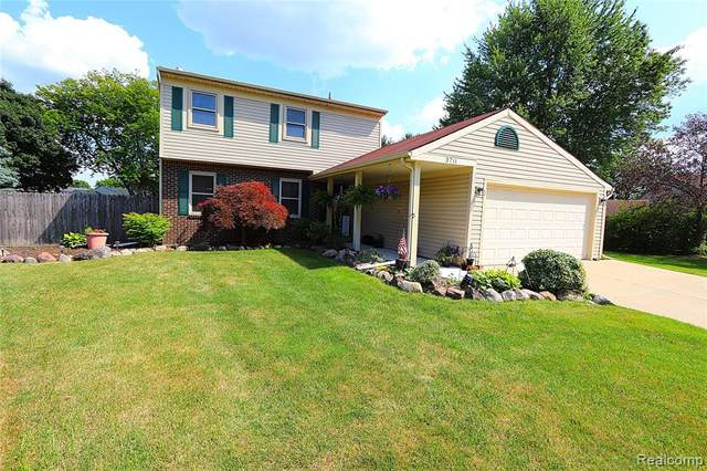 3711 Summit Court, Wixom, MI 48393 (#2200051328) :: Novak & Associates