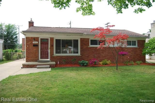 9257 Virginia Street, Livonia, MI 48150 (#2200051626) :: Novak & Associates