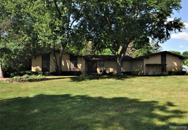 30655 S Wendybrook Court, Farmington Hills, MI 48334 (#2200051689) :: The BK Agency