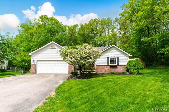8965 Woodlawn Avenue, Independence Twp, MI 48348 (#2200051989) :: GK Real Estate Team