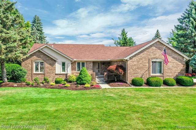 1268 Kinlock Drive S, Troy, MI 48098 (#2200052226) :: The Mulvihill Group