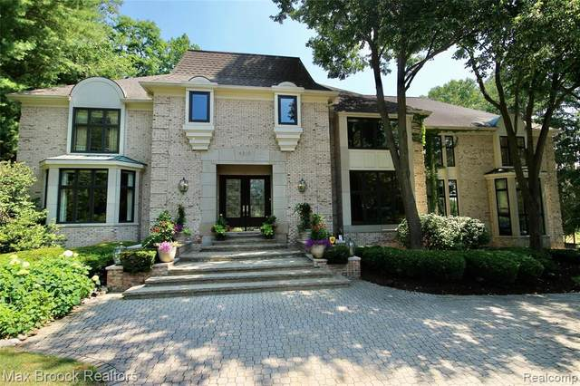 4315 Copper Cliff Court, Bloomfield Twp, MI 48302 (#2200052245) :: Alan Brown Group