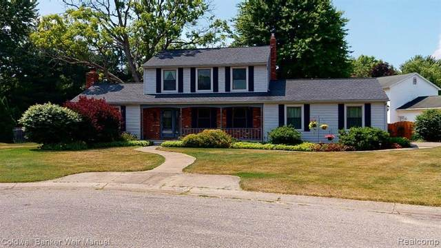 1251 Queens Drive, Oxford Twp, MI 48371 (#2200052522) :: The Mulvihill Group
